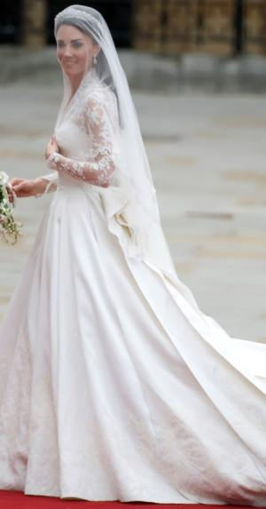 Kate-Middleton-Wedding-Dress-And-Flowers2