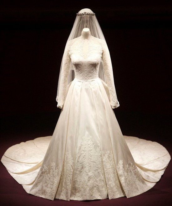 Alexander McQueen duchess of cambridge wedding dress