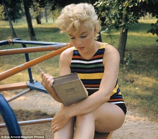 marilyn reading book