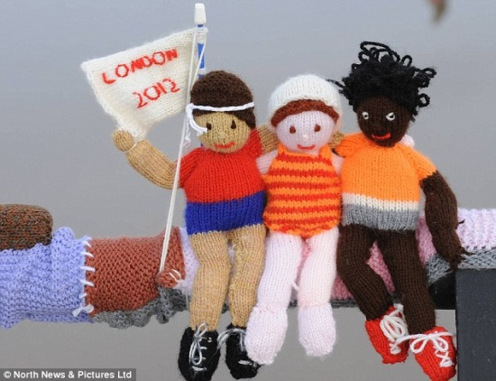 Knitted olympic athletes