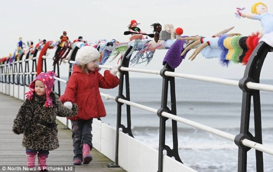 Saltburn Olympic knitted scarf