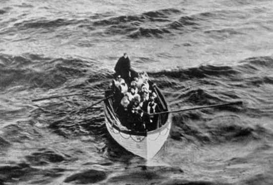 titanic-survivors-lifeboat
