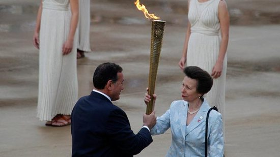 princess-anne-olympic-torch