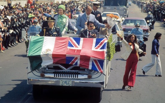 1975-mexico_the queen